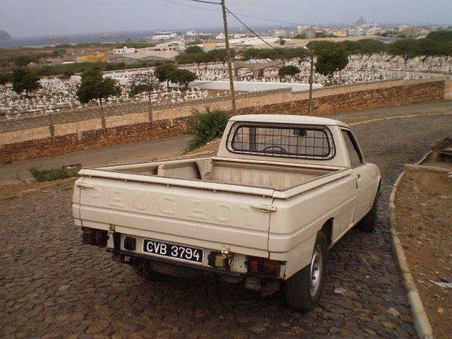 Peugeot 504 pickup (1985).