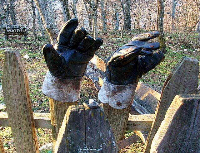 Drunk gloves