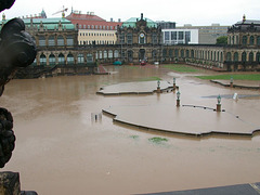 019 Dresdner Zwinger im Hochwasser 2002