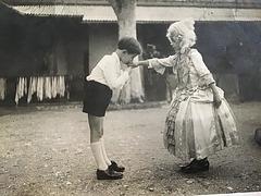 Vers les années 1932  Ma mère ..