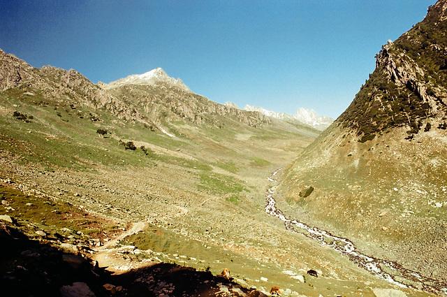 Ascending to Nichnai pass