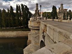H. A. N. W.  E. everyone! Puente de Toledo, Madrid.