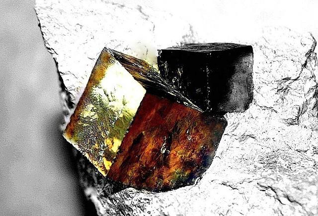 vieux cube rouillé