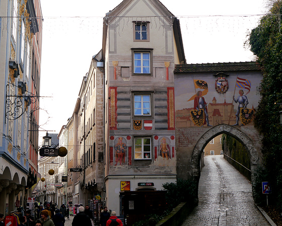 Steyr, Burgtor bei Tag / Castle gate by day