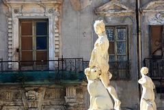 Brunnenfiguren vor dem Palazzo