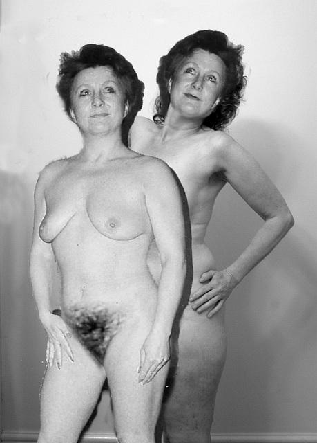 Nude sisters (1)