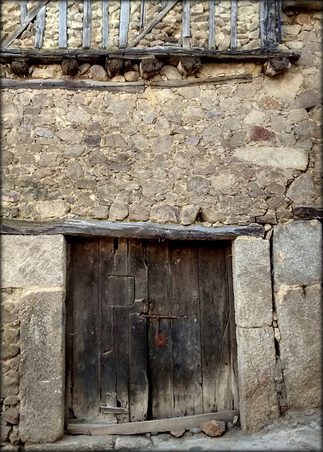 Old door, Miranda del Castanar