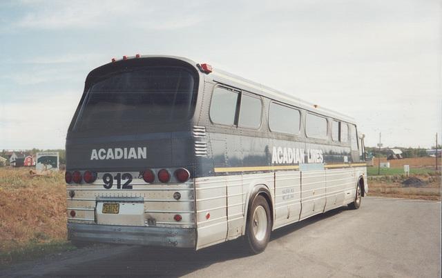Acadian Lines 912 at New Glasgow, Nova Scotia - 7 Sep 1992 (Ref 173-35)
