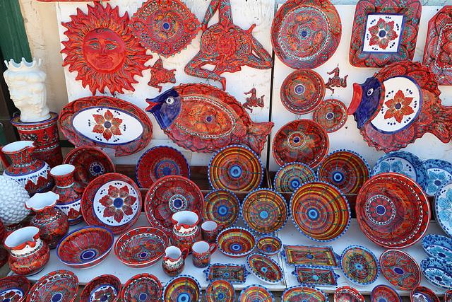 Souvenir ceramics in brilliant colours
