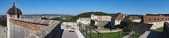 BESANCON: La Citadelle: Panoramique depuis la tour de la reine à gauche, la tour du roi en face, la cour des Cadets à droite.