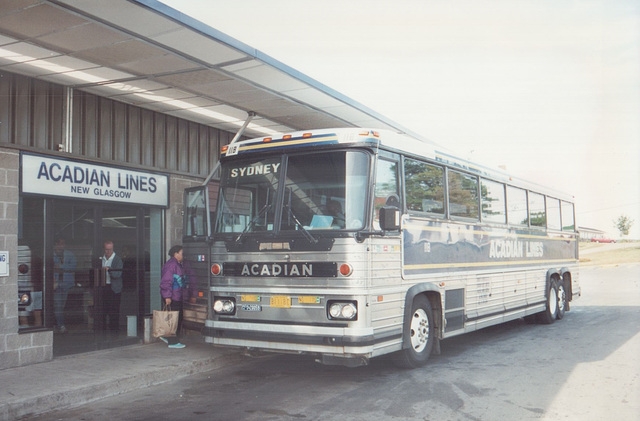 Acadian Lines 118 at New Glasgow, Nova Scotia - 7 Sep 1992 (Ref 173-32)