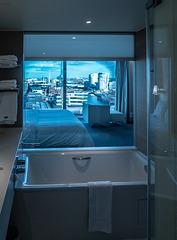 Bathtub with a view (090°) (PiP)