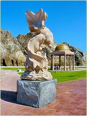 Una delle tante sculture presenti nel lungomare di Mutrah