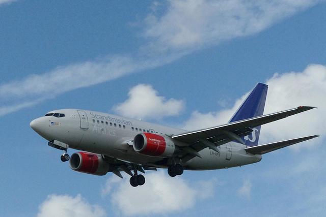 LN-RPX approaching Heathrow - 6 June 2015