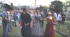 """Damoj en kostumloj el la 19-a jarcento - dum la urba solenajo en Svitavy """"Pilgrimo al Sankta Egidio"""""""