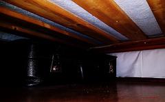 Katzen-Perspektive unter dem Bett