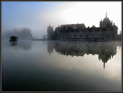 CHANTILLY dans la brume