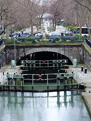 Quand le canal plonge sous terre