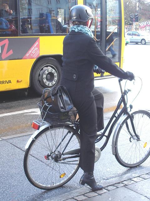 Lady Z danish biker / Dame Z au feu rouge danois
