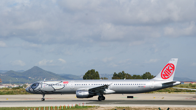 Airbus A321-211 ,NIKI