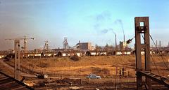 Douai (59) 6 novembre 1974. (Diapositive numérisée). La sidérurgie et les mines vivaient leurs derniers instants...
