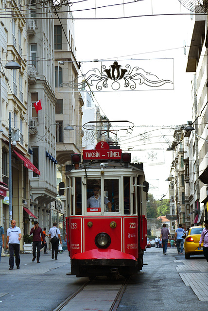 Istiklal Shopping Mall mit der Linie 2