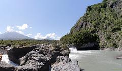 Osorno und Puntiagudo über dem Rio Petrohue (PiP)