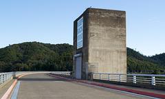 Shasta Dam  warning (1133)