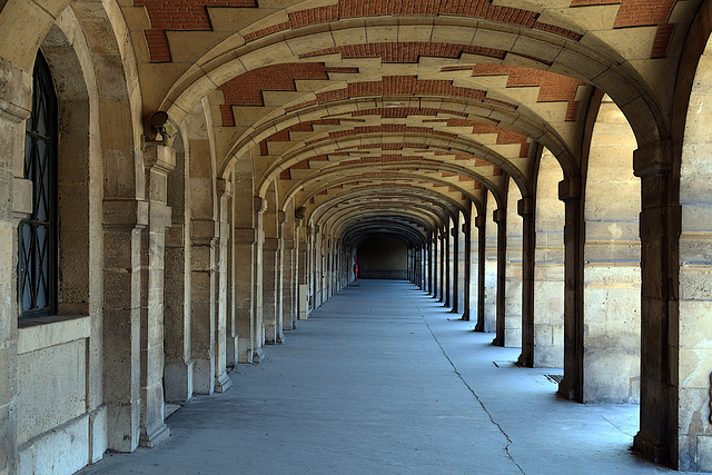 Les arcades en hiver , autour de la Place des Vosges