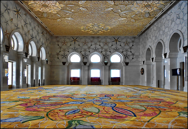 Abu Dhabi : Una sala interna della moskea Zayed