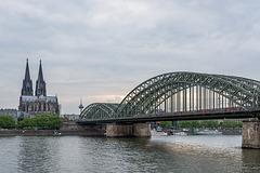 Köln am Rhein mit Hohenzollernbrücke und Dom