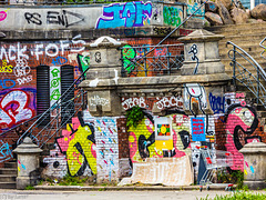 Colorful grafitti and more - find the stairs ;-) (000°)
