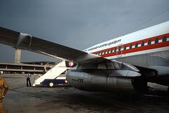 Flughafen Kualalumpur 1981 vor dem Abflug mit einer Boeing 737, der Fluggesellschaft  Malaysian Airline System