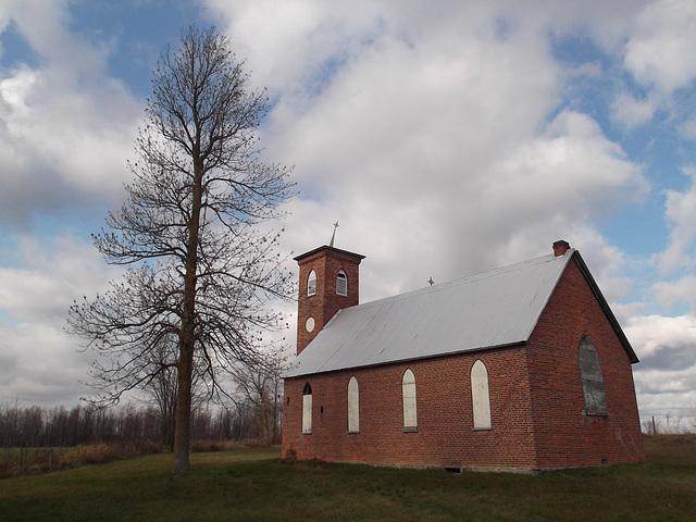 Haunted church / Église hantée
