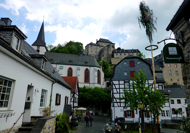 DE - Blankenheim - Castle, Church, and Museum