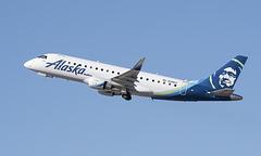 Alaska Airlines Embraer ERJ-175 N198SY