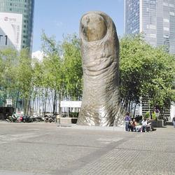 Le Pouce de César (Paris La Défense)