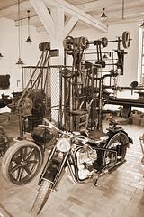 Hagenow, Werkstatt mit EMW-Motorrad