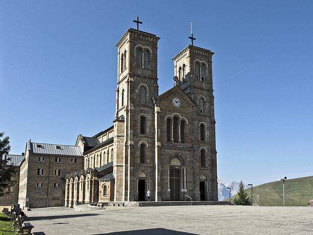 Sanctuaire Notre Dame de La Salette (La Salette-Fallavaux, Rhône-Alpes) aux silences du matin