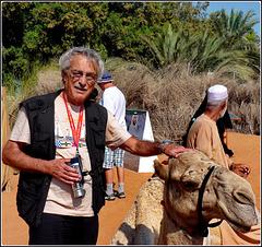 AbuDhabi  : io, il dromedario, il beduino e, al centro, la foto del presidente  Sheikh Zayed