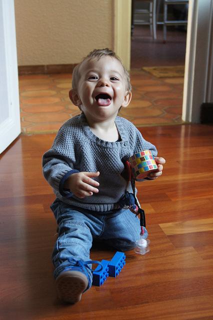Lucien faisant le petit clown