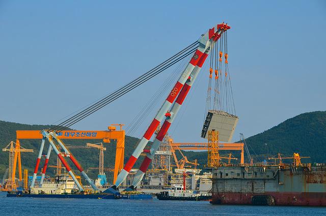 Large heavy lift crane, DSME