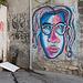 Un graff moche d'une fille moche peut embellir un mur moche