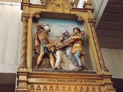 1. Jezus antra karta parpůl po križium.
