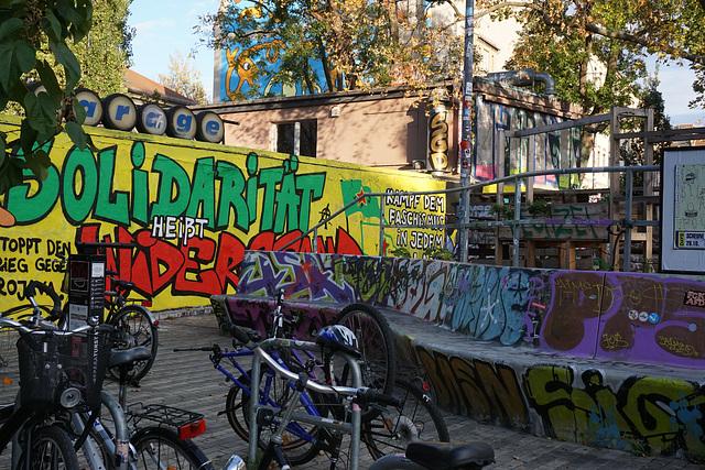 """vor der """"Scheune"""" an der Alaunstraße"""