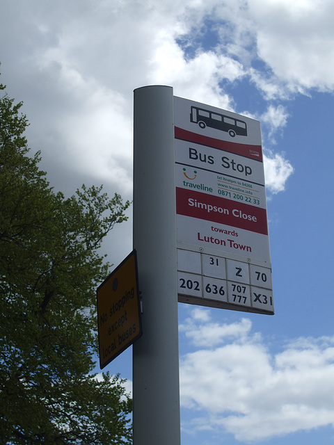 DSCF9068 - Bus stop, Dunstable Road, Luton - 30 April 2015