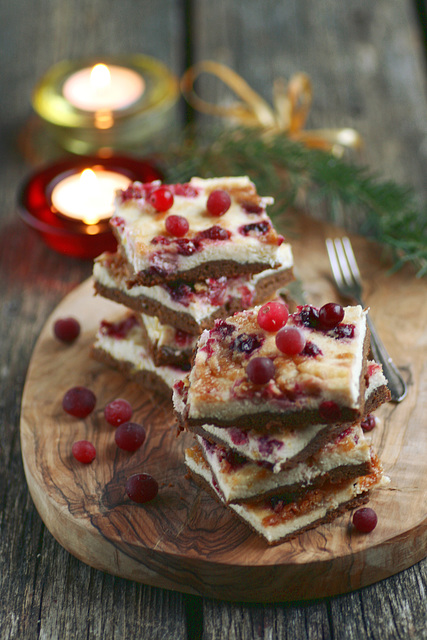 Piparkoogi-kohupiimakook sidruni ja jõhvikatega / Gingerbread and curd cheese cake with lemon and cranberries