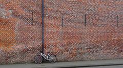 ... au pied du mur ...