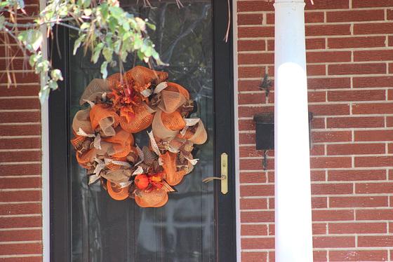 Fall Door De'cor.... around my town.... USA