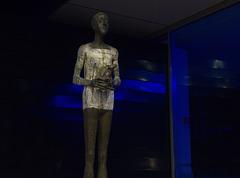 Skulptur am Eingang zur Wandelhalle / Bad Wildungen